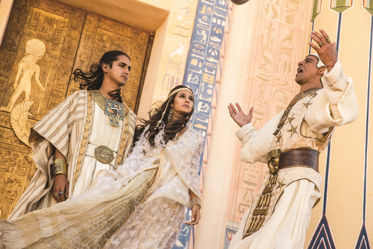 "TV Review: ""TUT"" Brings Egyptian Boy King Back to Life"